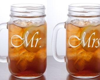 Mason Jar Mugs / Personalized Mr. and Mrs. Mugs / Engraved Glasses / Wedding Glasses / Etched / Set of 2 / Custom Mason Jar Mug with Handle