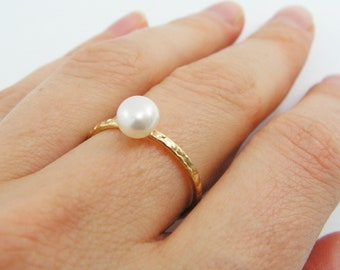 Pearl gold ring. Gold pearl ring. birthday gift, anniversary gift, pearl jewelry, dainty ring, gold plated ring.