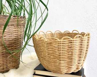 Darling Vintage Scallop Rimmed Woven Wicker Basket  / Small Woven Rattan Houseplant Planter / Bohemian Storage Basket