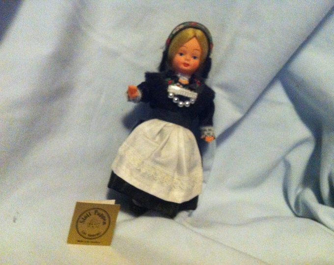 Vintage Dolls Girl woman figure with traditional costumes, doll house Accessories