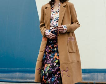 Wool cloth coat with colored embroidery