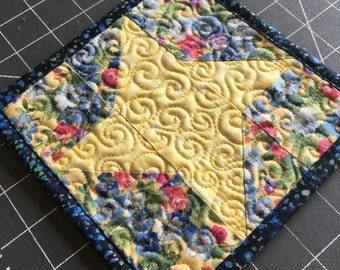 Friendship Star Mug Rug - Mini Quilt Block - Large Coaster, Yellow and Blue, Candle Mat, small quilt block, Floral, spring, mini quilt