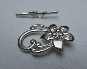 Toggle clasp flower 30 x 20 mm silver