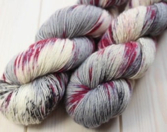 Skein hand - dyed Fingering Single - 100% superwash Merino - 100 g / 366 m - Unik grey/purple
