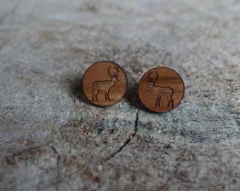 mignonnes puces en bois chevreuil // cute studs earrings wood deer (bo-1322)