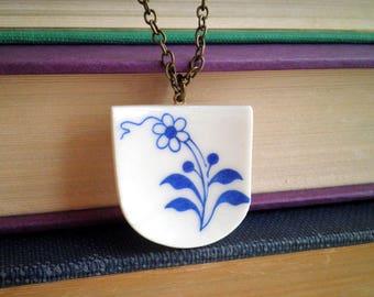 Broken China bijoux - motif fleur bleu Vintage Broken China Necklace - récupéré à dîner, pendentif plaque - Daisy bleu rétro Boho cadeau Floral