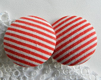 Button in red and white striped fabric 32 mm / 1.25 in