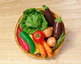 1/12 Scale - Mixed Fresh Vegetables in wicker basket - Dollhouse miniature food by CANDI MARTÍN