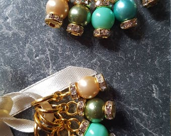5 Knitting or crochet  stitch markers. Diamond and pearls (gold coloured)