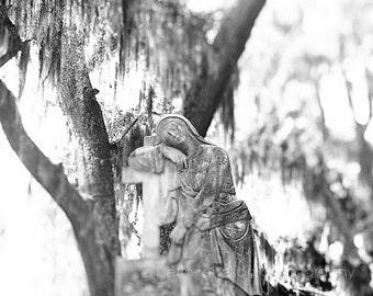 bonaventure cemetery, savannah georgia, angel statue, savannah photography, black and white cemetery art, Angel no 4