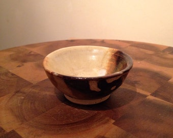 Miniture ceramic pottery bowl/dish marble effect in red brown and oatmeal