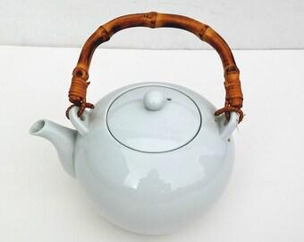 White Ceramic Teapot - Vintage Teapot - Retro Teapot - Vintage White Teapot - Minimalist Teapot - Kitchen Decor - Vintage - White Teapot -