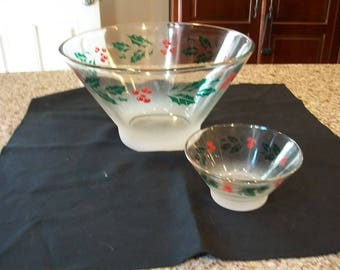 Vintage Anchor Hocking Christmas Holly Chip and Dip Mid Century Frosted bottoms