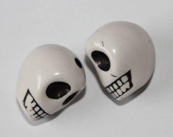 Large skull, white, 17 * 13 mm, the pair