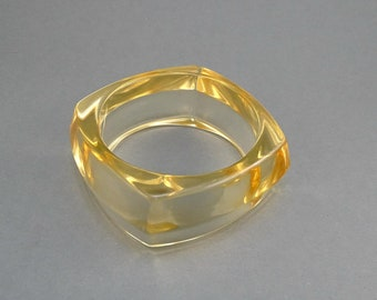 Vintage Clear Lucite bangle, square bangle, Lucice bangle in honey color, wide lucite bangle, Lucite jewellery,