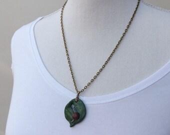 Snail pendant, clay snail pendant, fimo animals, animal pendant, handmade fimo necklace, snail necklace, animal jewellery,