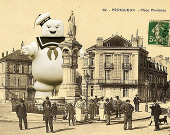 Postcard: Stay puft (from Ghostbusters) invading Périgueux
