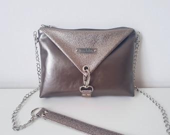 ninaluba BASIC Origami BAG / Small / Sandy / Faux Leather / Silver Patina Logo / Clasp / Rivets