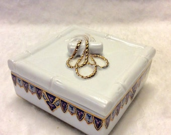 Chinoiserie Collection by Elizabeth Arden porcelain tinket jewelry box. Free ship to US