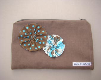 Pouch decorated with flowers roses in shades of Brown, green and blue