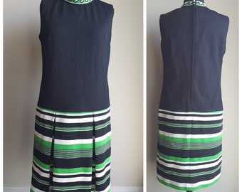 1960s Does 1920s Black, Green & White Sleeveless Drop Waist Dress with a Pleated Skirt and a High Collar