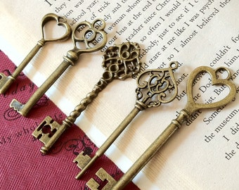 5 Pieces of Antiqued Bronze Key Charm of Assorted Patterns