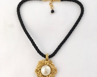 Necklace Choker signed Ungaro pendant decor flowers and pink and White Pearl cabochon mounted on black cord
