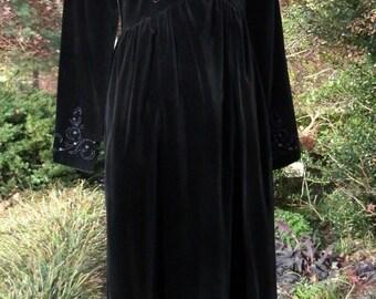 Vintage Laura Ashley, BLACK VELVET DRESS, Beaded collar cuffs, Midi Long Maxi, Holiday Party, Gothic Bohemian Stevie Nicks Gypsy Witch, Sm