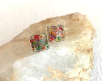 Pressed Flower Earrings, resin flower jewelry, real flower jewelry, resin earrings, small post earrings, dainy earrings, gift for her