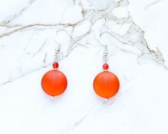 Boucles d'oreilles verre de mer orange, cristal de Swarovski boucles d'oreilles, boucles d'oreilles en verre mat, bijoux de verre de mer, des cadeaux pour les femmes, pièce boucles d'oreilles en verre