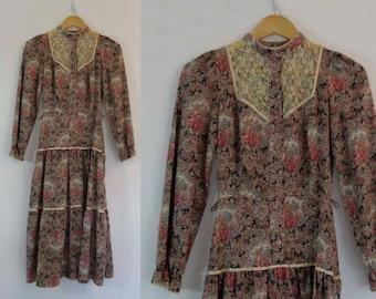 1970s Vintage - Vintage Dress - Pink Floral Shirtwaist Dress With Tiered Skirt - Bust 75 cm