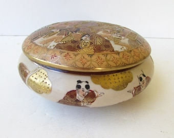 Vintage Chinoiserie Porcelain Low Jar With Lid - Lovely Gold Metallic Figural Design - Rusts - Golds - White - Andrea by Sadek - -