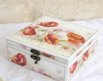 SALE -15 % Decoupaged Schmuckschatulle mit Mohn - Holzkiste - Schmuck-Box - dekorative Box - Schmuck-Speicher - Poppies Dekor