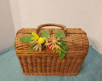 Vintage Wicker Picnic Basket/Handbag made in Spain has handles