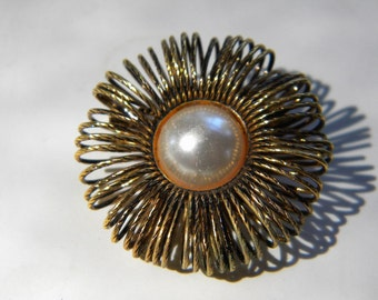 Faux Center Pearl wirey Pin Brooch Vintage