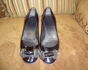 Black Patent Leather and Suede Gucci Horse Bit Pumps 8B