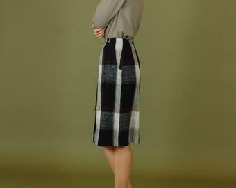 Vintage plaid wool knee length skirt / Black and brown tartan skirt / Nubby wool pencil skirt / 70s plaid pocket skirt / Preppy plaid skirt