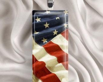 Onduler le drapeau - carreau de verre pendentif