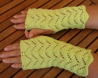 beautiful fingerless gloves, point openwork