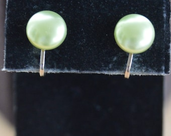 Spring Green Pearl Button Clip Earrings, 12mm, Gold tone, Vintage (Z3)
