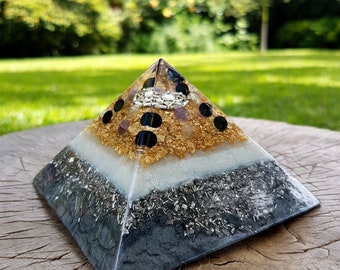 PROTECTION Orgone Pyramid – Fluorite, Amethyst and Onyx – Protection, Grounding, Aura Balancing  - Empath Healing Spiritual Gift