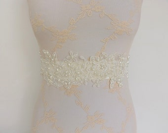 Ivory lace and pearls sash. Floral lace decorated with pearls. Wedding dress sash. Wide sash. Lace belt. Bridal sash. Pearls sash.