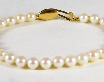 Stunning 14k Gold and Lustrous White Pearl Bracelet