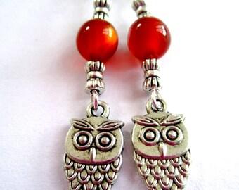 Boucles d'oreilles pendantes couleur argent hibou chouette breloque perles orange foncé bohème