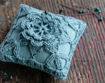 Linen pincushion - crochet motif -- pinn