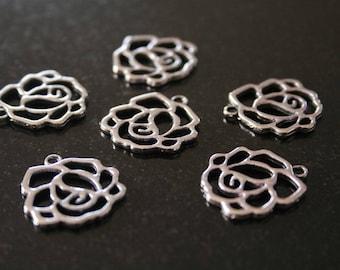 20 Silver Flower charm. (ref:2334).
