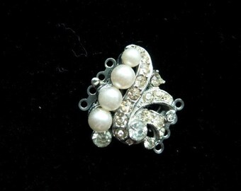 BWB Elegant Formal 4 strand Clasp Pearls and Rhinestones Shabby but not Too (1)  25mm