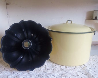 Vintage Yellow Graniteware Cooking Pot and Yellow Metal Bundt Pan  B408