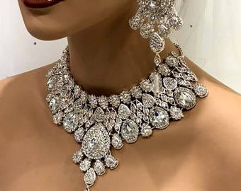 Wedding jewelry set, Clear Crystal bridal bib necklace earrings, Indian Bollywood kundan fashion jewelry set, Silver evening jewelry set