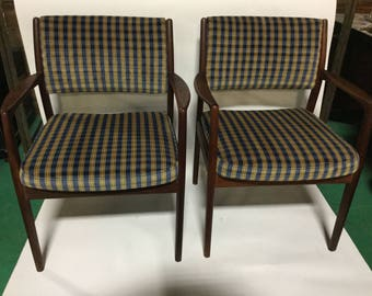 Available Four Hans Wegner Reupholstered Mid-Century Rosewood  Chairs in Silk/Cotton Velvet